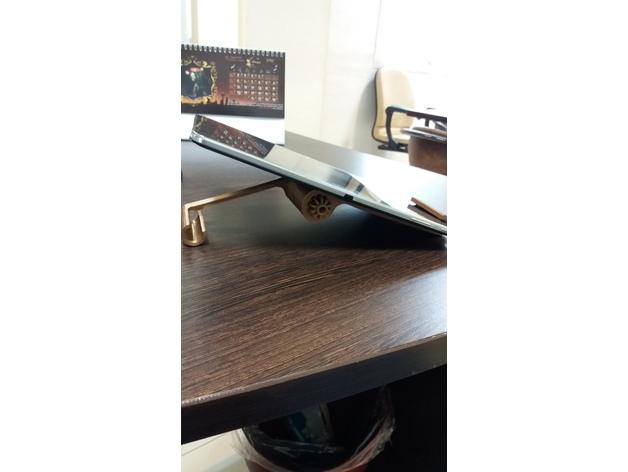 Tablet adjustable holder