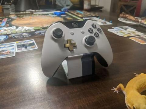 Minimalist xbox controller stand