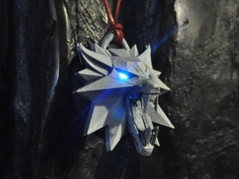 Bad Wolf - Glowing Eyes Pendant / Medalion from Witcher series