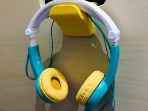 Headphone holder vertical hook