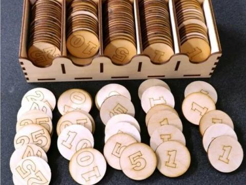 125 poker chips and storage box